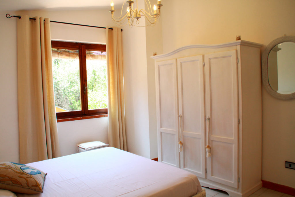 2nd double bedroom with a view of the bay of Cala Caterina