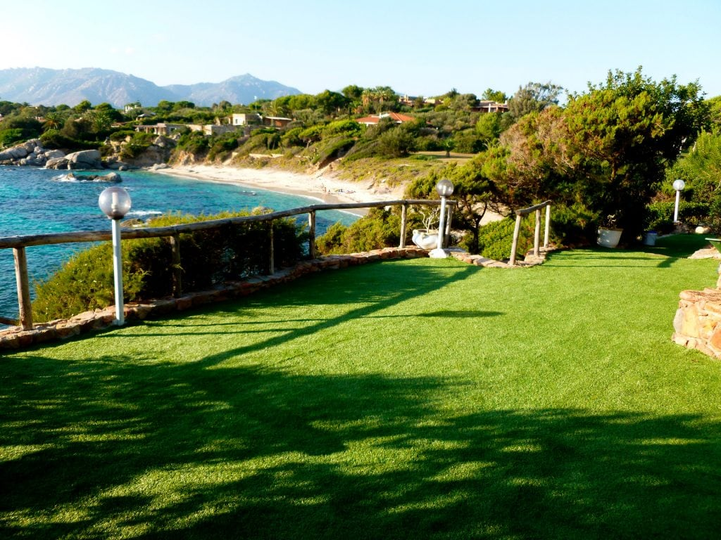 terraces at 6 mt from the sea and with stunning views of the bay, the beach and sunset front